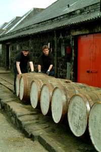 Whiskyfat utanför Glenfarclas lager