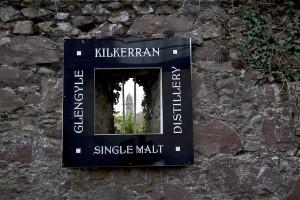 Kilkerrans logotyp - ett hål i väggen