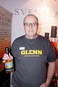 Tommy presenterar Glenn